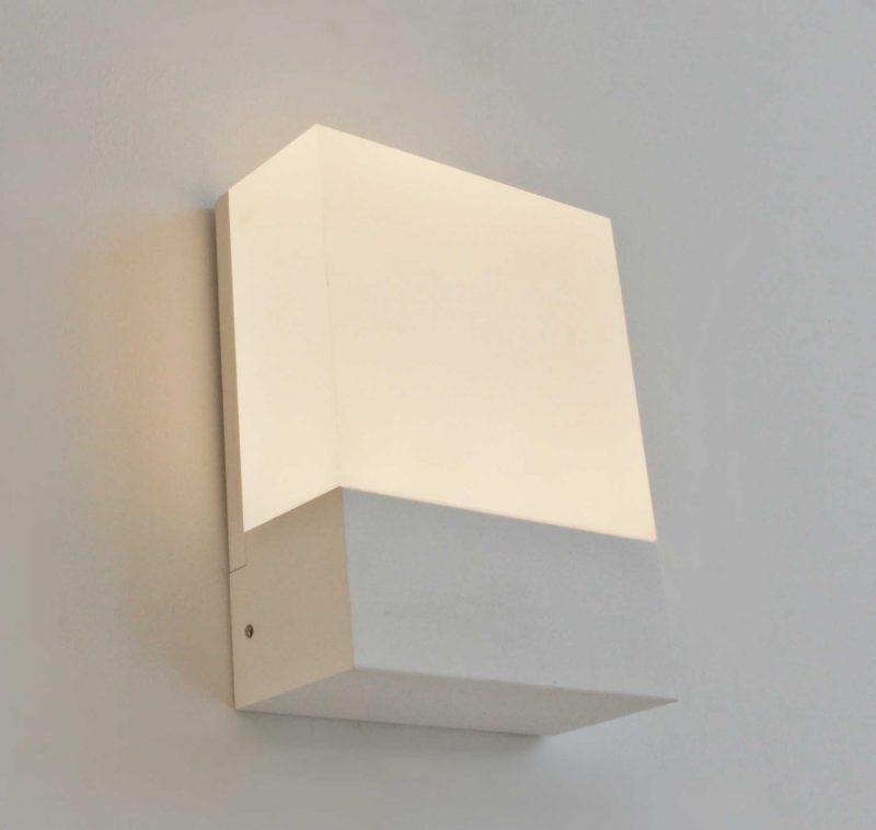 מנורה קטנה תלויה